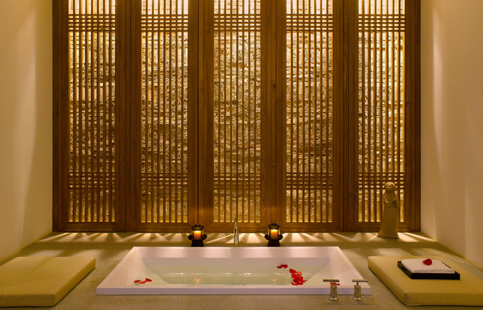 Spa Treatment Room. Aman at Summer Palace, Beijing, China. © Amanresorts