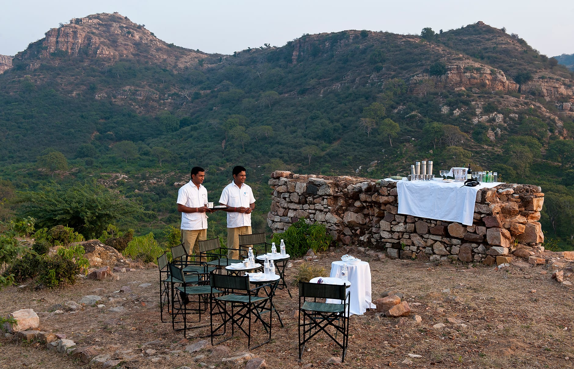 Sun Downers at the Sherpur Hillock. Aman-i-Khas, Ranthambhore, India. © Amanresorts