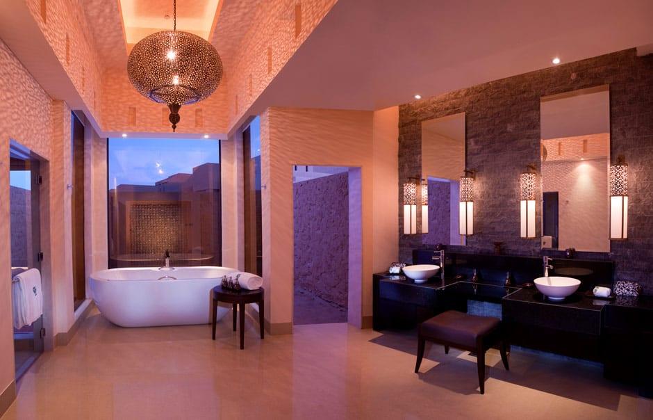 Al Rimal Deluxe Pool Villa bathroom © Banyan Tree Hotels & Resorts