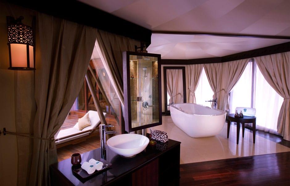 Al Khaimah Tented Pool bathroom © Banyan Tree Hotels & Resorts