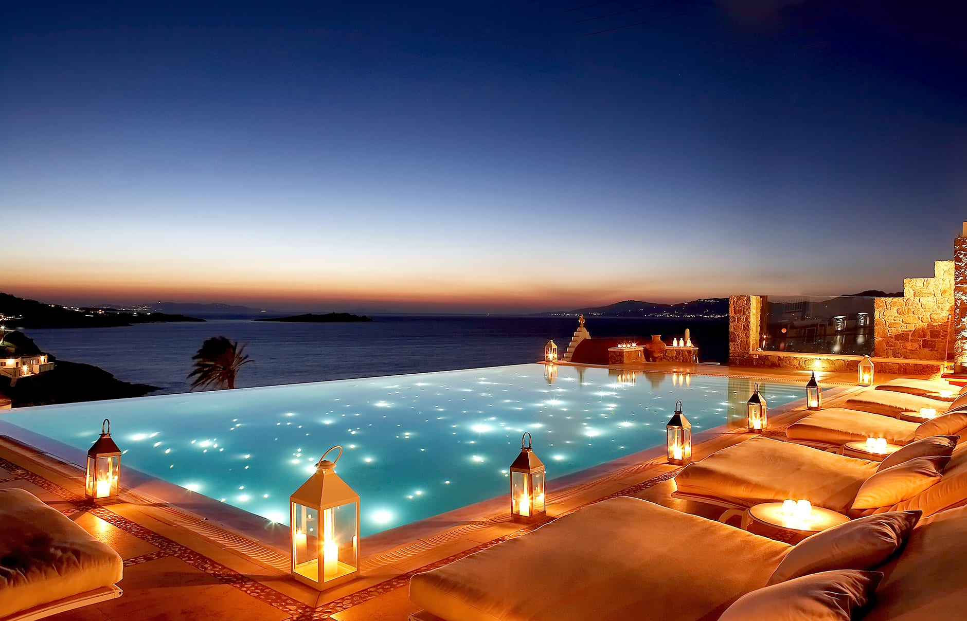 Bill coo mykonos luxury hotels travelplusstyle for Hotels in santorini with infinity pools
