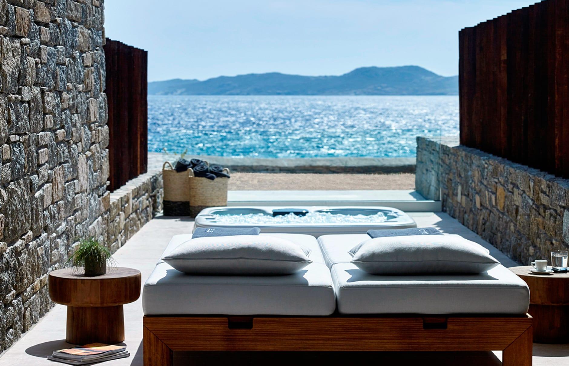 Deluxe Coast Suite. Bill & Coo Mykonos. © Bill & Coo Mykonos
