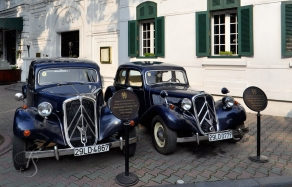 Citroen Traction, Sofitel Legend Metropole, Hanoi © Travel+Style
