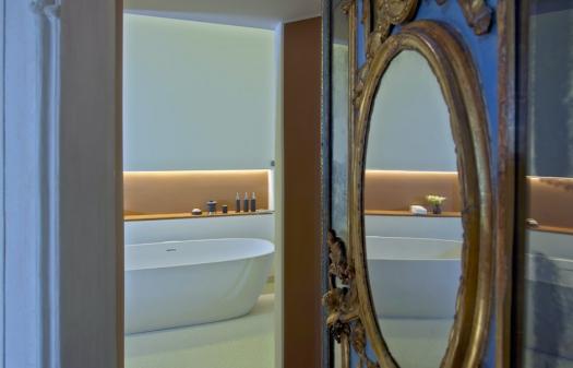 Aman Canal Grande Venice - Alcove Tiepolo Bathroom © Amanresorts