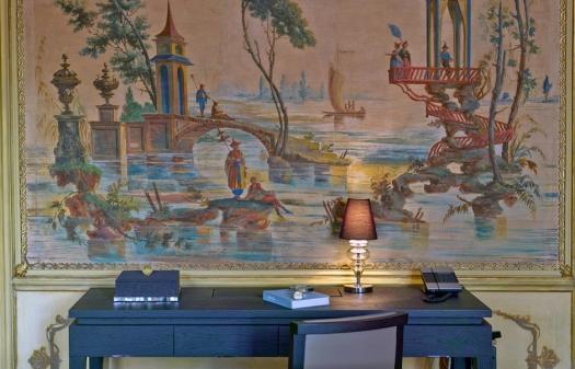 Aman Canal Grande Venice - Alcove Tiepolo Writing Desk © Amanresorts