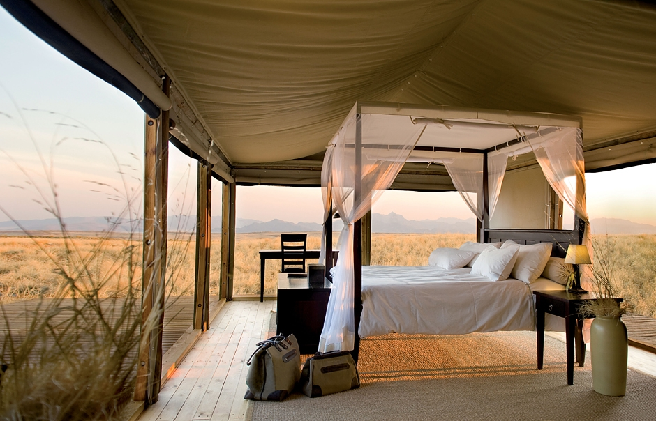 Chalet bed. Wolwedans Dunes Lodge, Namibia. © Wolwedans