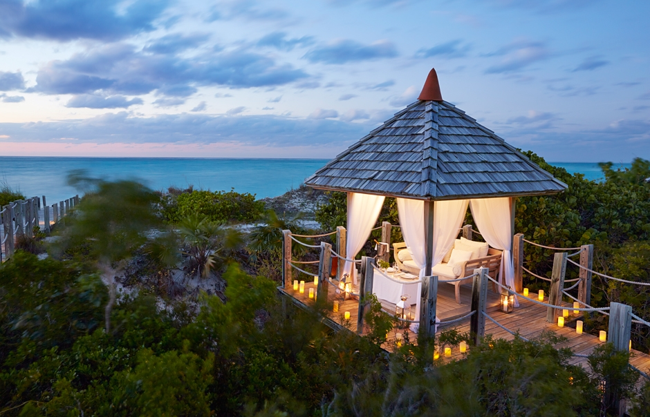 Tiki Hut dinner. Parrot Cay by COMO, Turks & Caicos. © COMO Hotels and Resorts