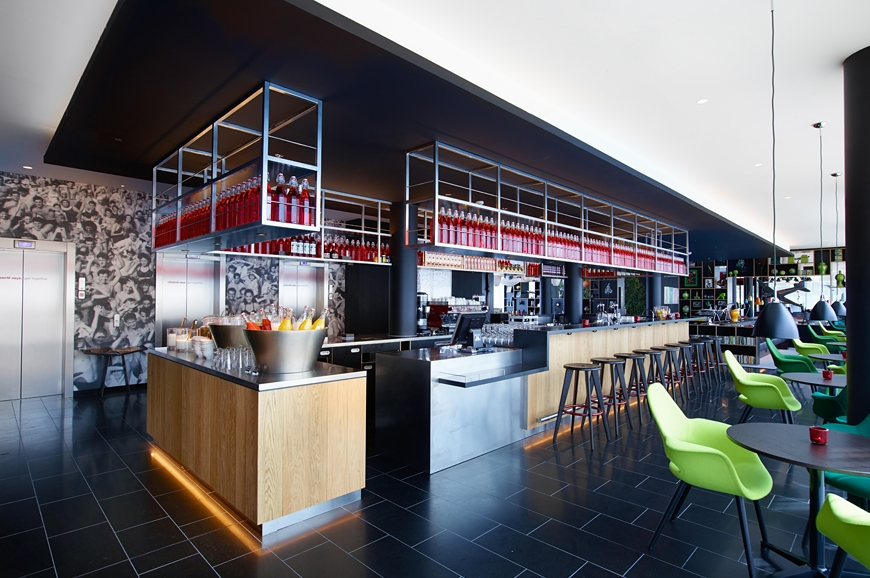 New citizenm hotel in paris is open luxury hotels for Hotel chaine paris