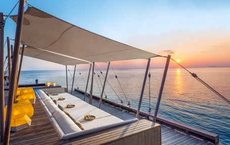 Sip Lounge. W Retreat & Spa Maldives. © Starwood Hotels & Resorts Worldwide