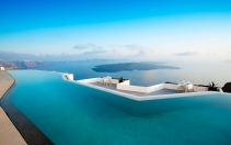 Infinity pool. Grace Hotel Santorini, Greece. © Auberge Resorts Collection