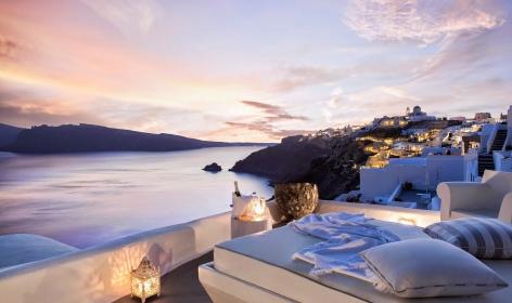 Kirini Suites & Spa, Santorini. © Katikies
