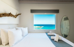 Perla Rooms, Pollonia. Milos, Greece. Travelplusstyle.com