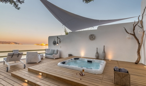 Villa Lord, Pollonia. Milos, Greece. Travelplusstyle.com
