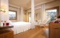 Guestroom interiors © Lungarno Alberghi S.r.l.