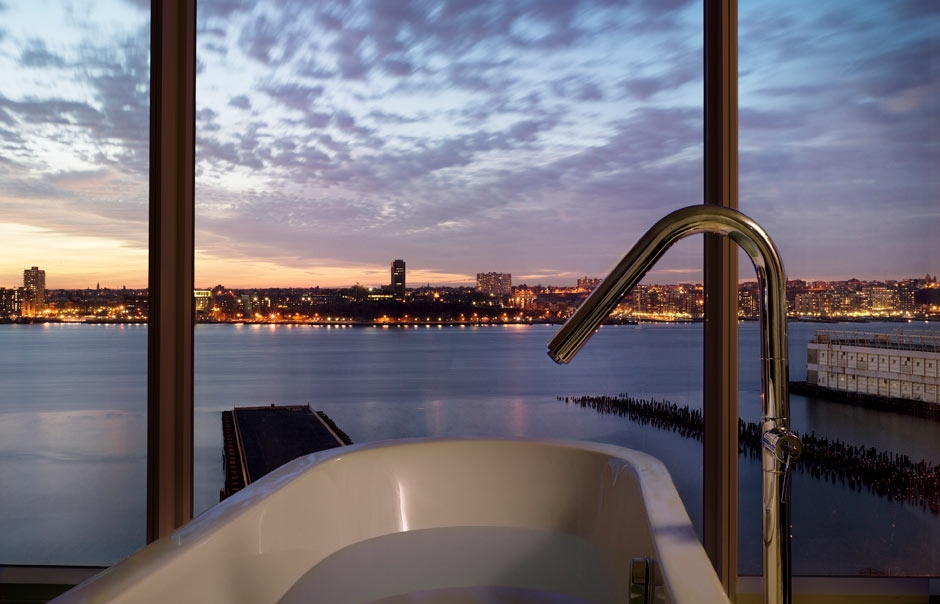 Bathroom in The Hudson Studio at The Standard New York © Hotels AB LLC