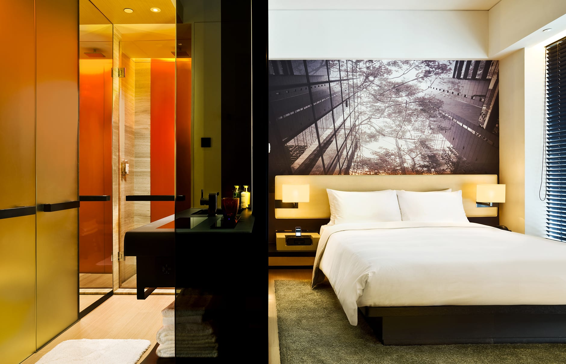 Urban harbour view. EAST, Hongkong. © Swire Hotels