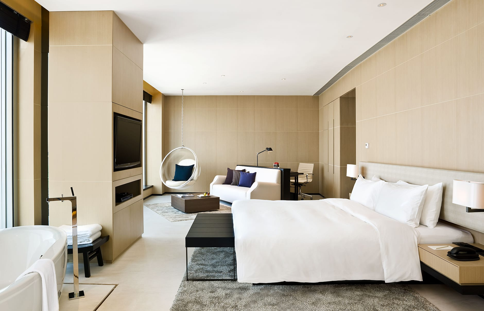 Guestroom. EAST, Hongkong. © Swire Hotels