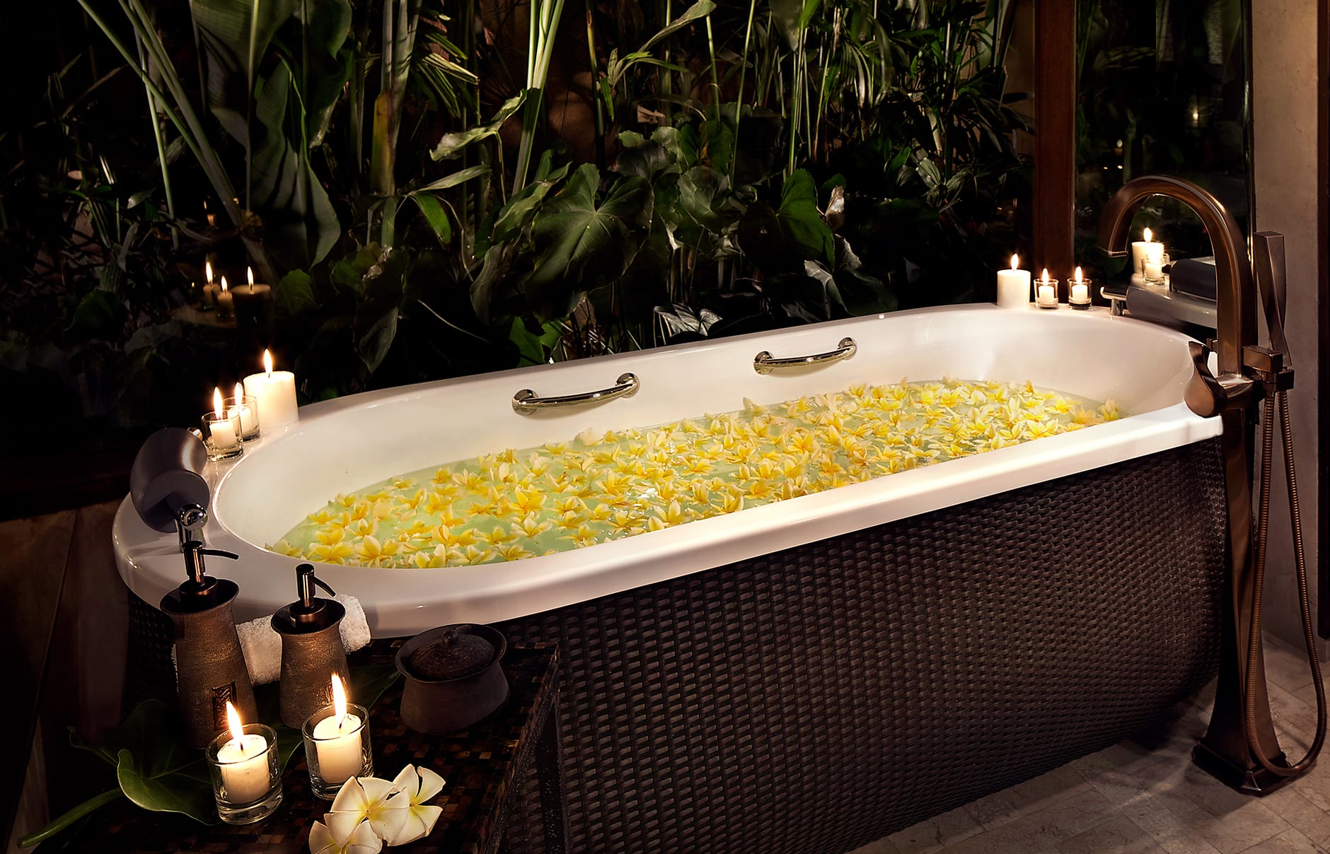 Bathtub with Romantic Set up. Mandapa, a Ritz-Carlton Reserve, Ubud, Indonesia. © The Ritz-Carlton Hotel Company