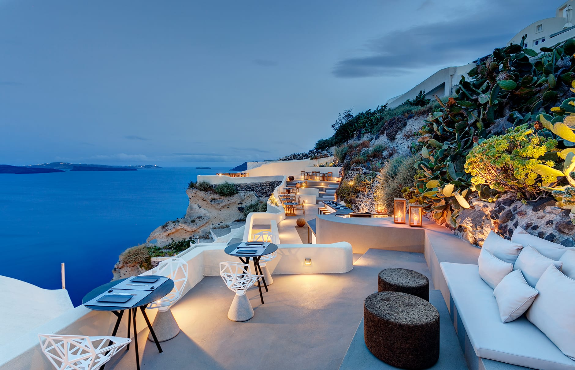 Mystique santorini luxury hotels travelplusstyle for Hotels santorin