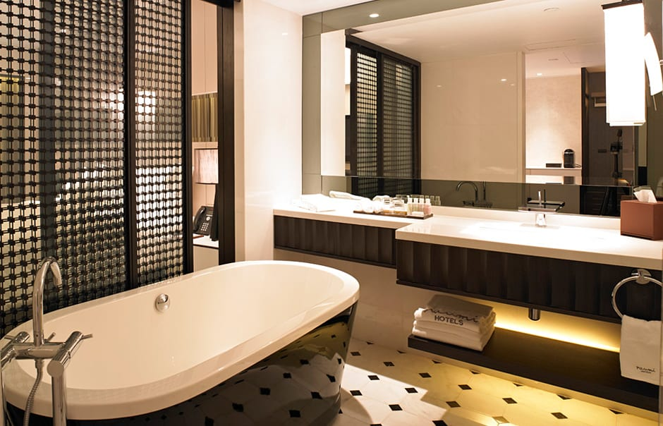 Oasis Room bathroom. Naumi, Singapore. © Naumi