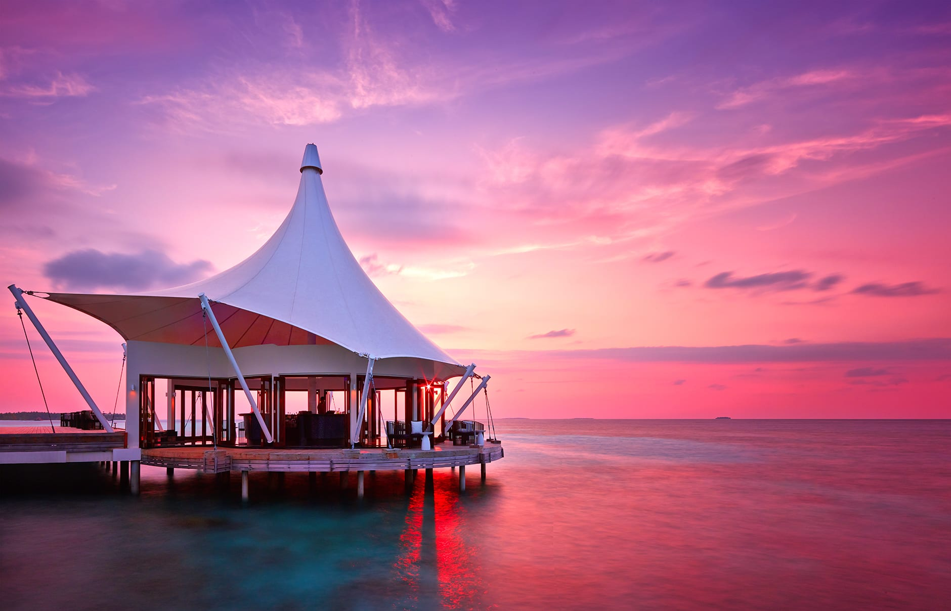 Edge Lounge. Niyama, Maldives. © Per AQUUM