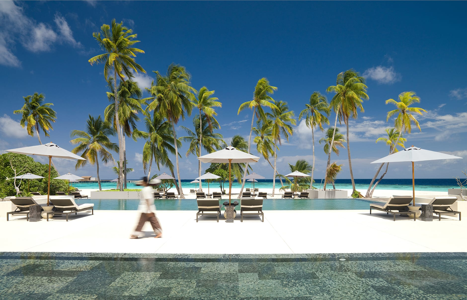 Park Hyatt Maldives, Hadahaa. Main pool © Hyatt Corporation