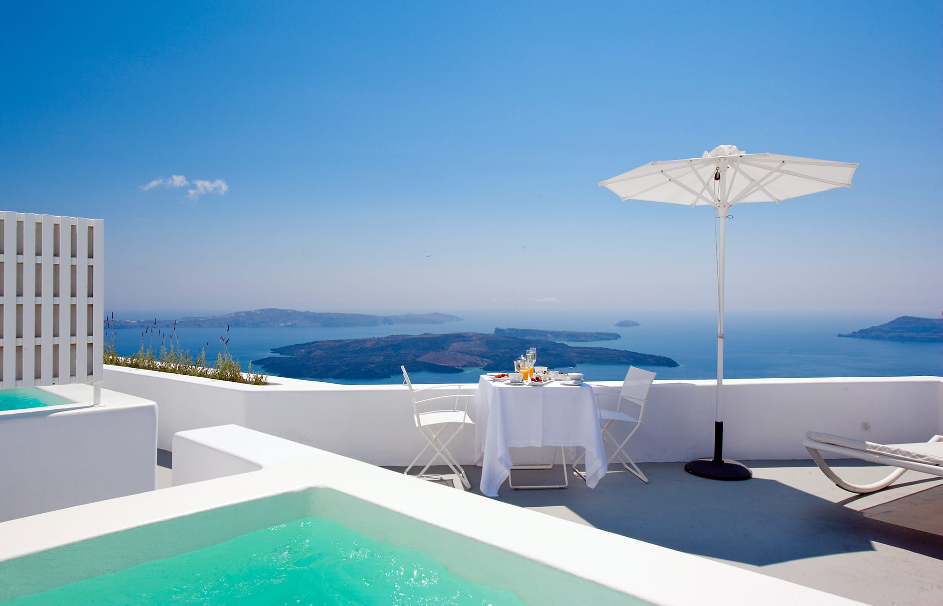 Junior Suite plunge pool and terrace. Santorini Grace. © Grace Hotels Limited