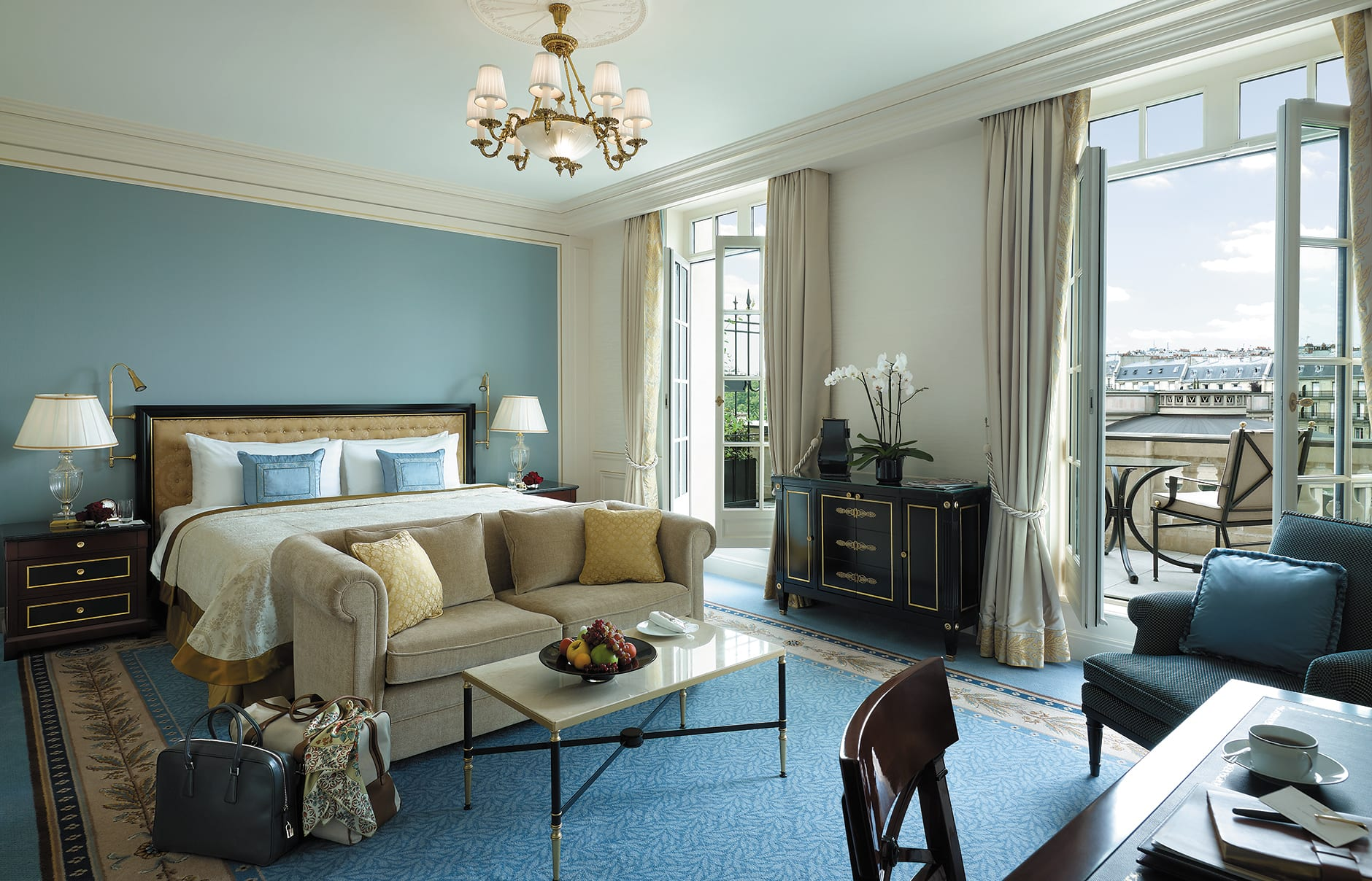 Shangri la hotel paris luxury hotels travelplusstyle for Chambre hotel paris