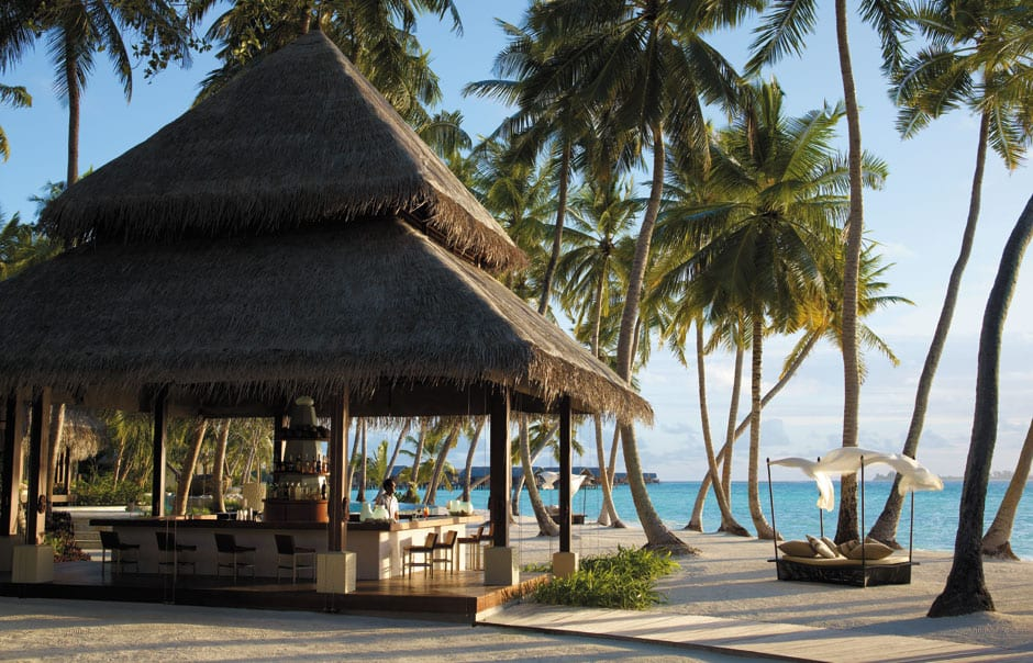 Endheri Pool Bar. Shangri-La's Villingili Resort and Spa. © Shangri-La Hotels and Resorts