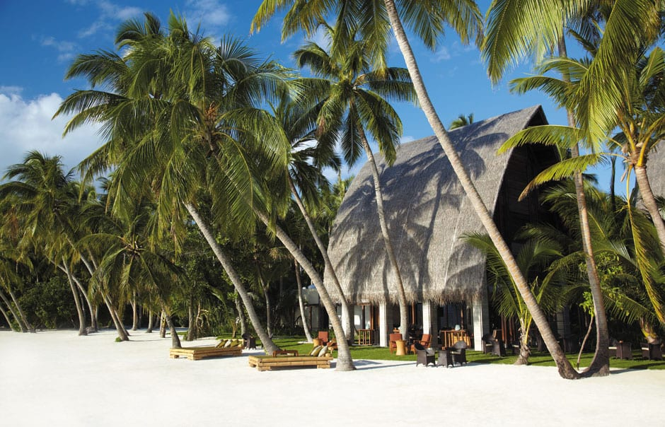 Manzaru Bar. Shangri-La's Villingili Resort and Spa. © Shangri-La Hotels and Resorts