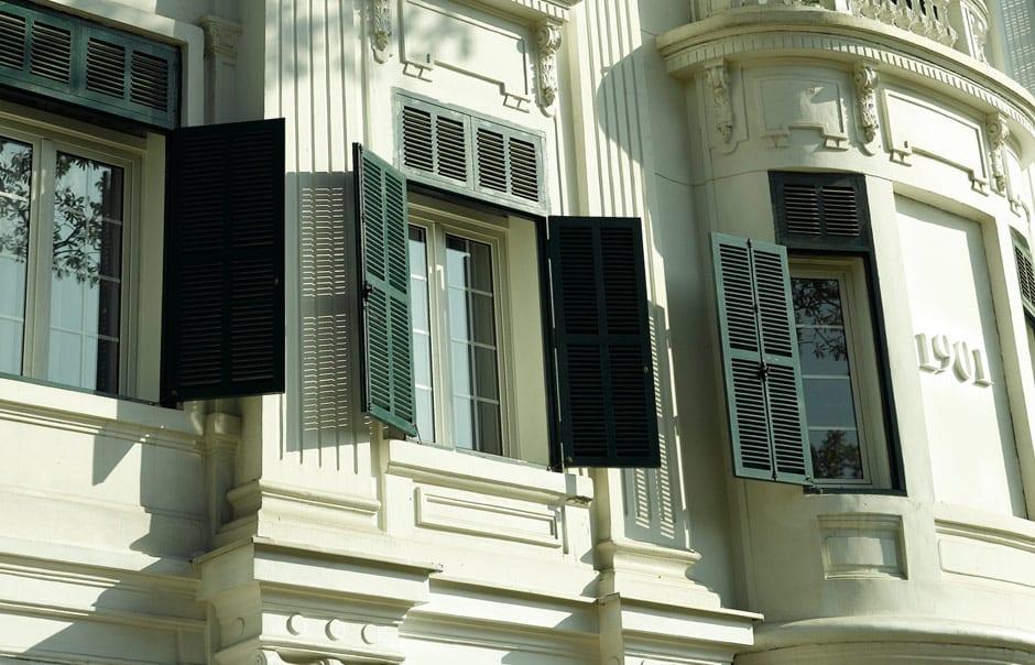 Green shutter of the Sofitel Legend Metropole, Hanoi. © Sofitel Legend Metropole