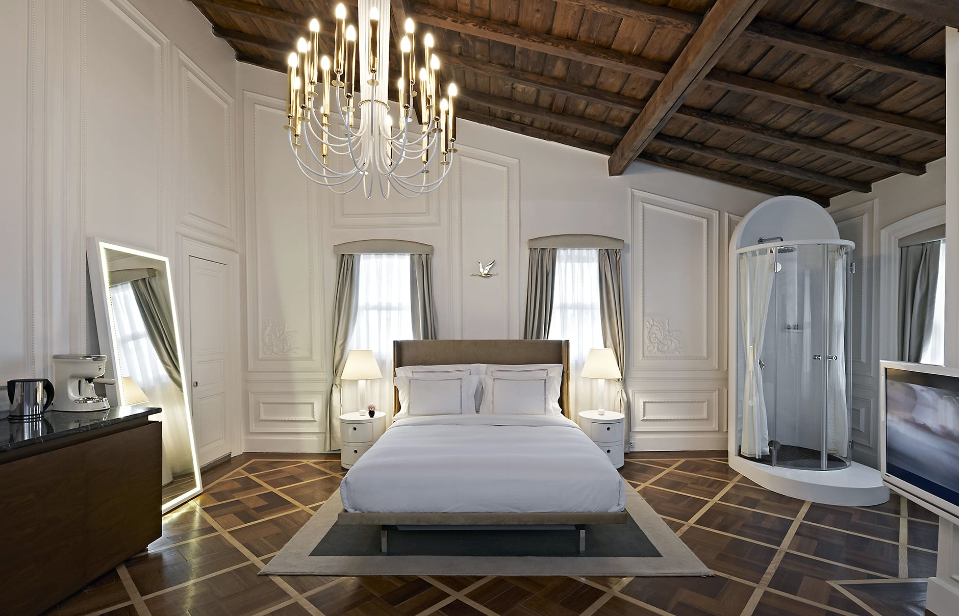 The house hotel galatasaray istanbul luxury hotels for Decor hotel istanbul