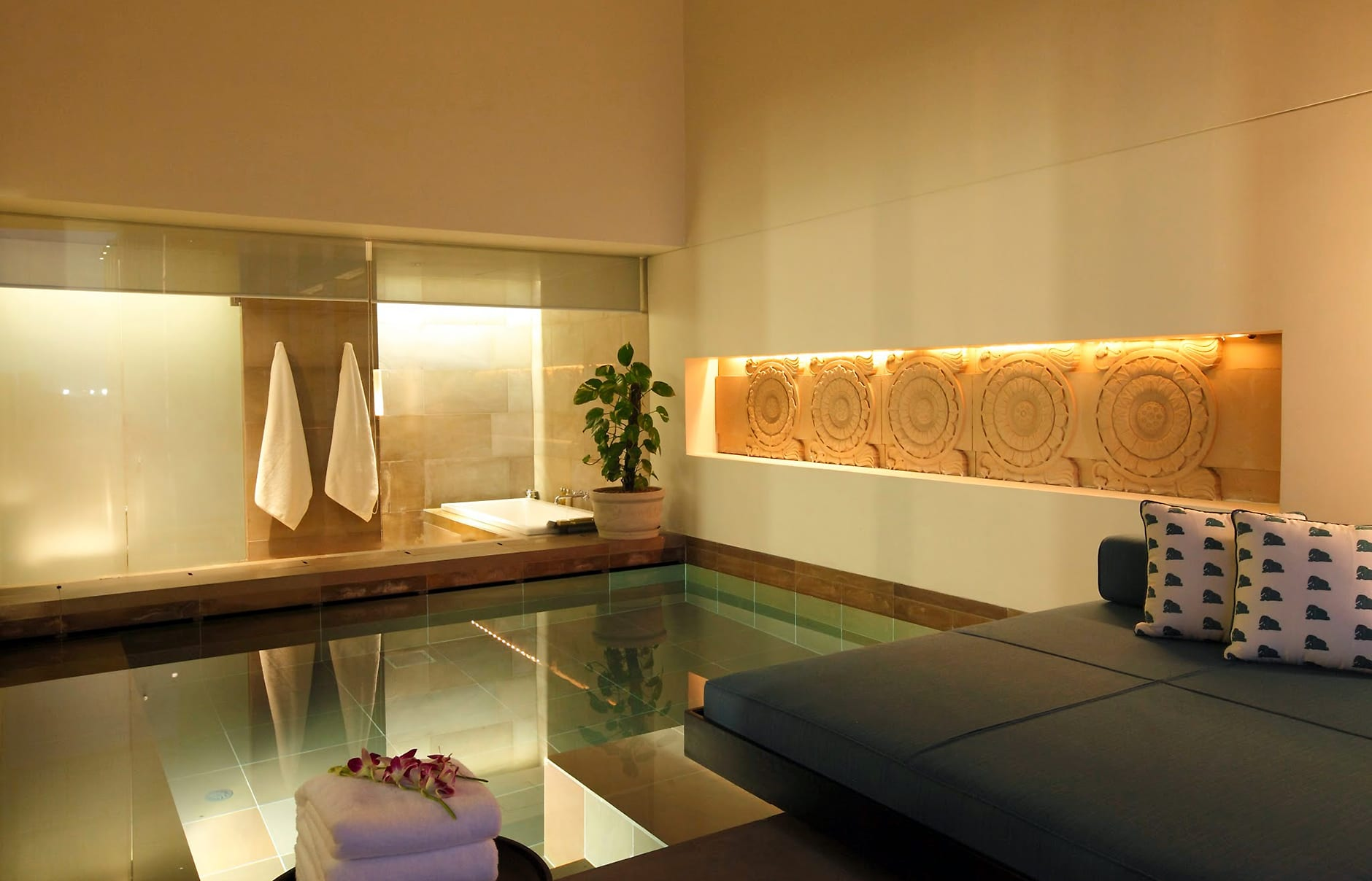 Hotel Rooms With Jacuzzi In Delhi