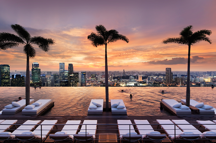 On top of Singapore: the SkyPark infinity pool • Luxury